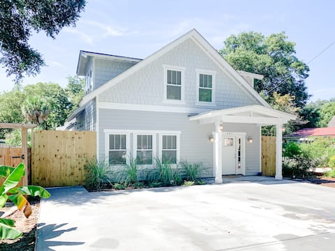 Luxury 4Bed/3.5 Bath Cottage w/ Private Pool!