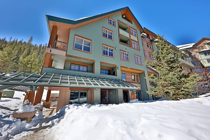 WP Resort ZEPHYR 1st floor 1 BD/1 BA SKI in/out