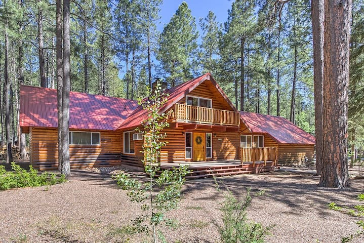 4 Bedroom Grizzly Hollow Cabin on large lot