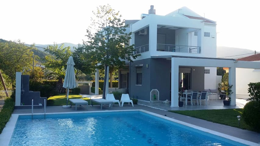 Platamon modern Villa