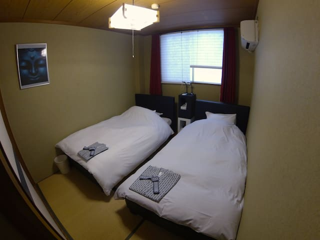 Private bathroom + Twin beds on Tatami