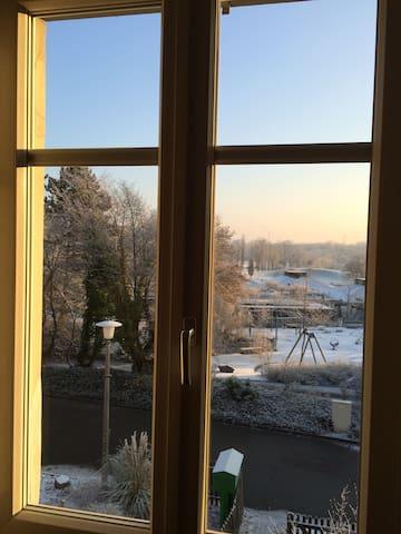 Privat Zimmer mit Aussicht - Münchenstein - ที่พักพร้อมอาหารเช้า