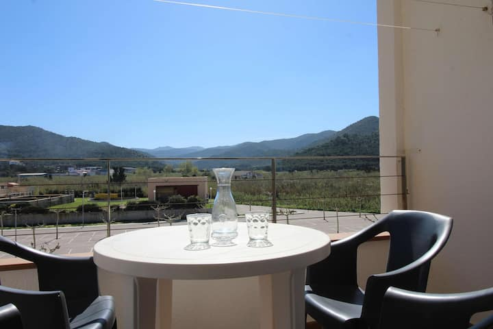 Very comfortable penthouse located on a seafront property in Port de la Selva, 20 m from t
