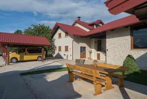 Villa Niko - with indoor heating swimming pool