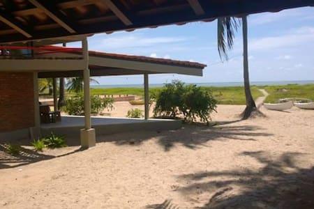 Casa paradisíaca pé na areia . - Japaratinga