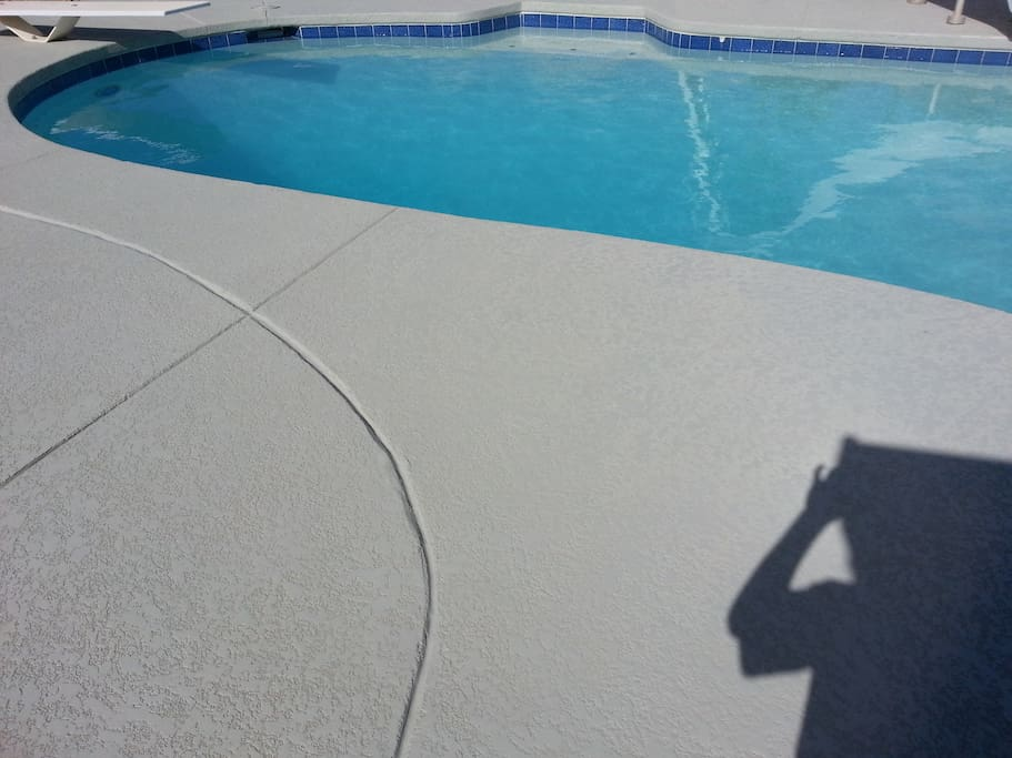 Refreshing pool (Hot tub open in November)