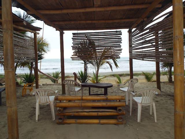 Habitacion privada frente al mar : Hostal Caidasol