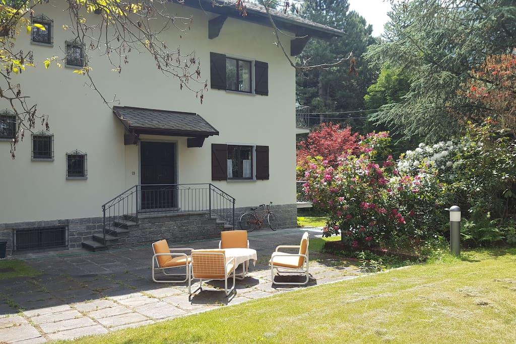 Ampia casa di montagna con giardino houses for rent in for Piani di casa con guest house annessa
