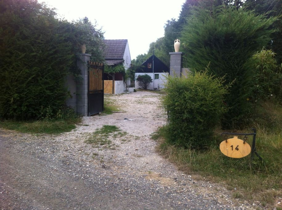 Quiet parc with 3 studios 12person maisons louer le for Parc enfant yvelines