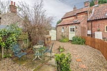 Greengage: Rear garden with garden furniture