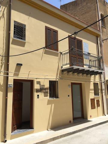 Monolocale in centro a 1km dal mare - Campofelice di Roccella - Apartamento