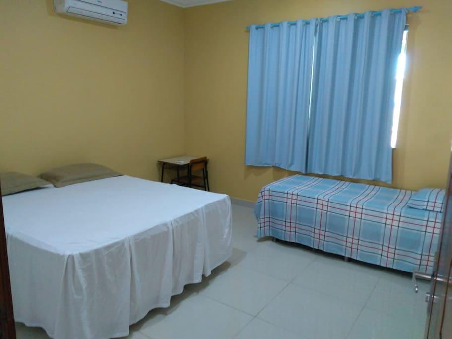 Quarto com cama de casal ou de solteiro com ar condicionado