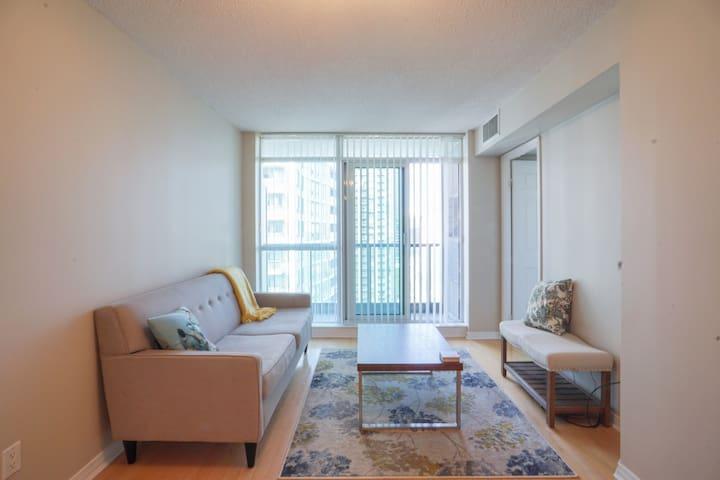 Beautiful apartment in the Yonge-Sheppard area! - Торонто
