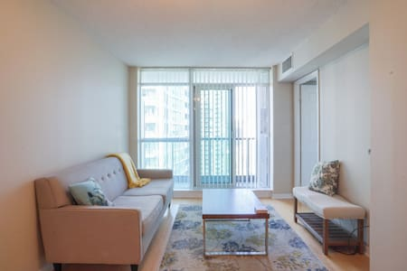 Beautiful apartment in the Yonge-Sheppard area! - Торонто