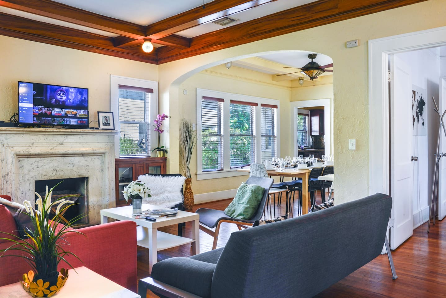 Amazing living room with open space to enjoy with your relatives.