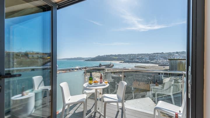Sea Fever spectacular sea views, private sunny balcony, Free WiFi