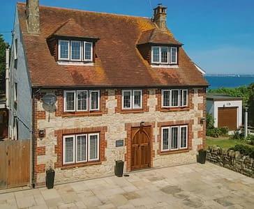 Steps from the beach, private parking, en-suite - Bembridge