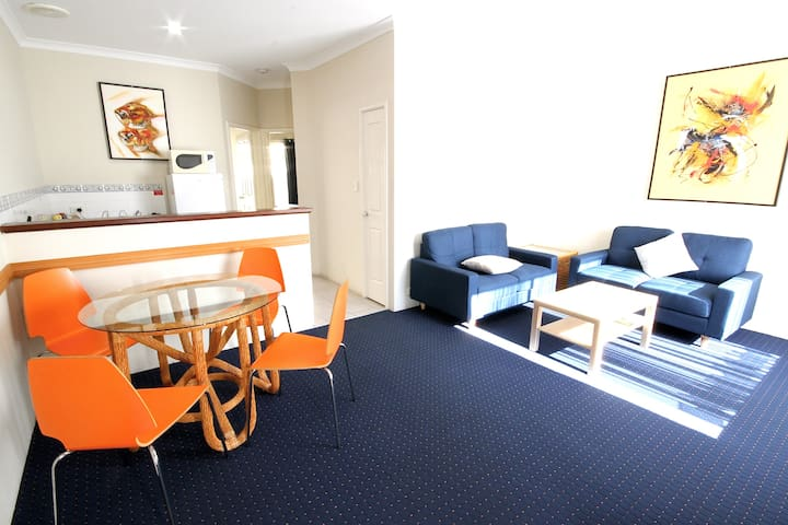 Two bedroom apartment in central Bunbury