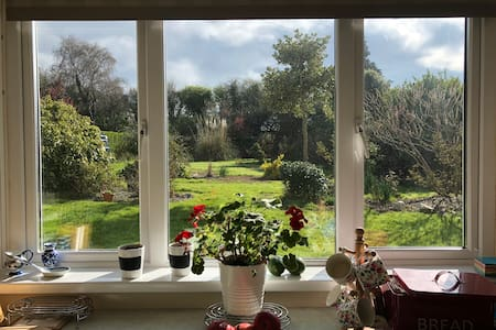 Garden view room in lovely home in New Ross.