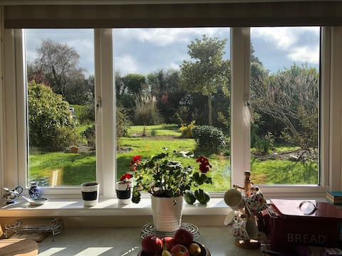 Garden view room in lovely home in New Ross.