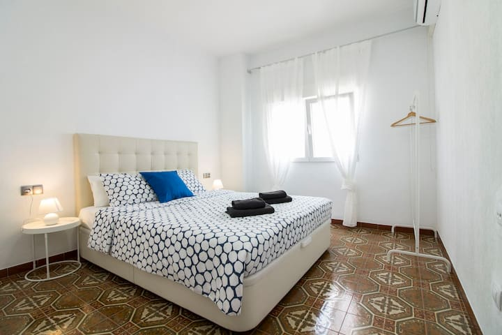 Luxury Rambla Room+ Private bath and AirCon