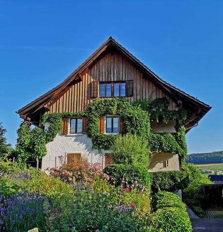 Gemütliche Suite,idyllisch,nähe Zürich+Flughafen