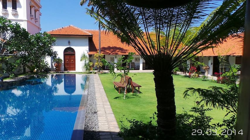 6 Bedroom Luxury Villa With Pool - Puttalam - Casa de campo