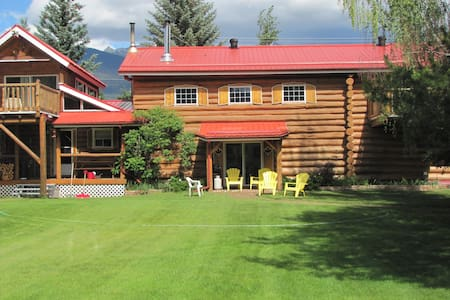 Canadian Log Home Guest House ...entire home
