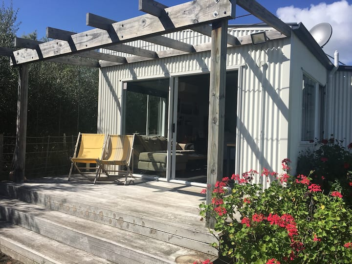 Modern architecturally renovated studio Tuki Tuki