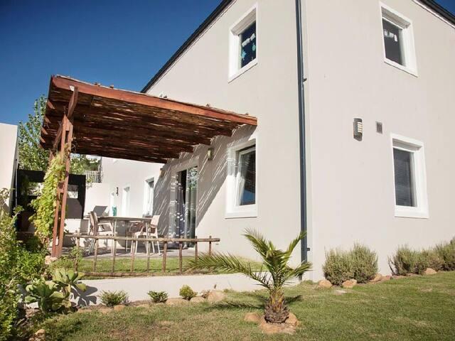 Luxuriöse, moderne Wohnung in Estate Meerblick