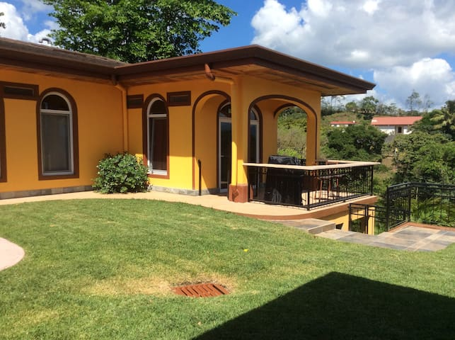 LAKE VISTA COTTAGE - LUXURY RENTAL - Nuevo Arenal - Hus