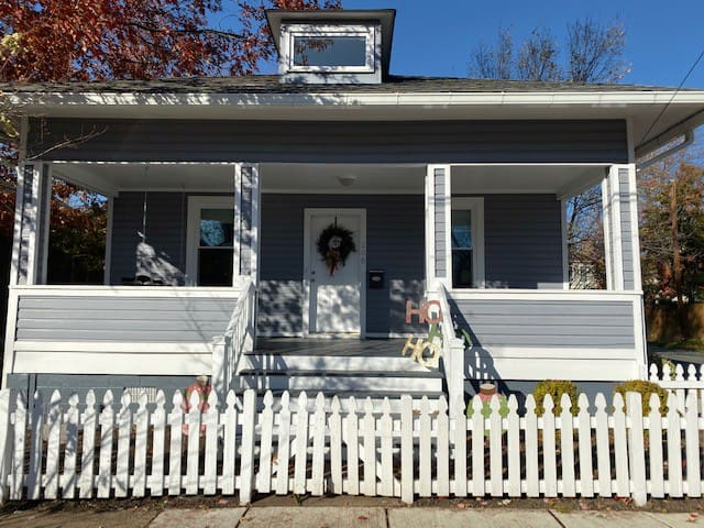 Charming Bungalow in Del Ray w/free parking