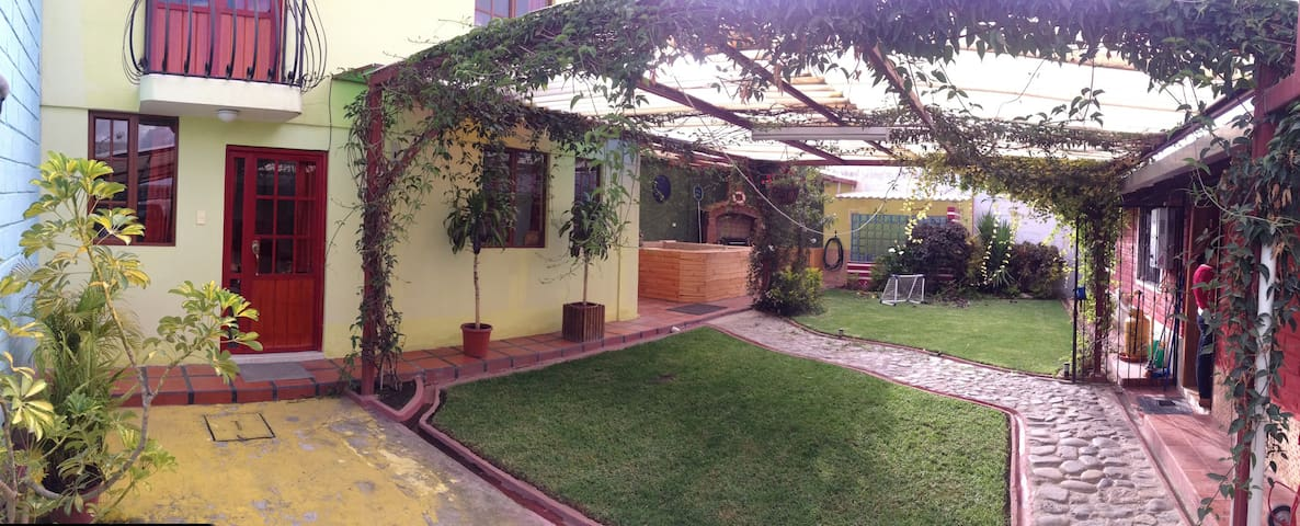 cozy two floors little house,nice garden. - Otavalo - Apartment