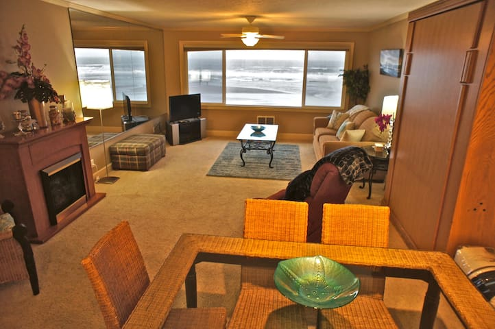 Starfish Enterprise - Luxurious Oceanfront Condo