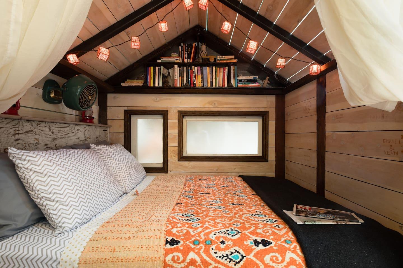 Full Bed in Tiny Pagoda Room