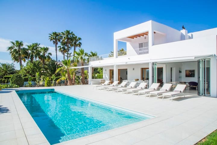 NEW VILLA AT THE DOOR OF IBIZA / JESUS