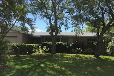 Tropical Private Oasis in Cutler Bay - Cutler Bay