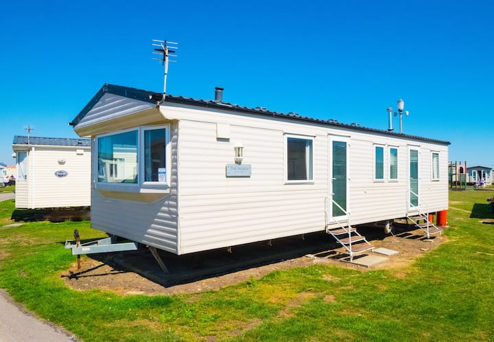 WW227 - Camber Sands Holiday Park - Sleeps 8 + 1 small dog - Central close to play park