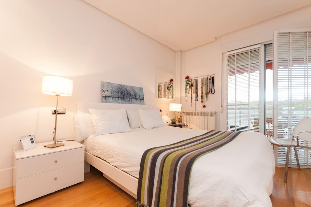 precioso apartamento en el centro de la ciudad saint s bastien pays basque espagne. Black Bedroom Furniture Sets. Home Design Ideas