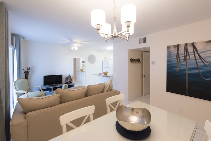 South Beach - 1 Bedroom 1 King Bed Luxury Waterfront Apartment off Las Olas