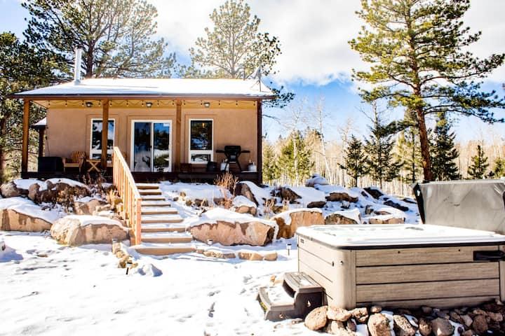 Sunflower Cabin -Hot Tub, Amazing Views!