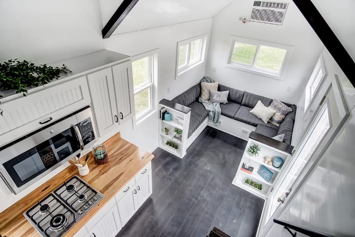 Famous HGTV Modern Tiny Home. Close to all!