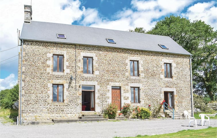 Holiday cottage with 5 bedrooms on 240 m² in St.Clement Rancoudray