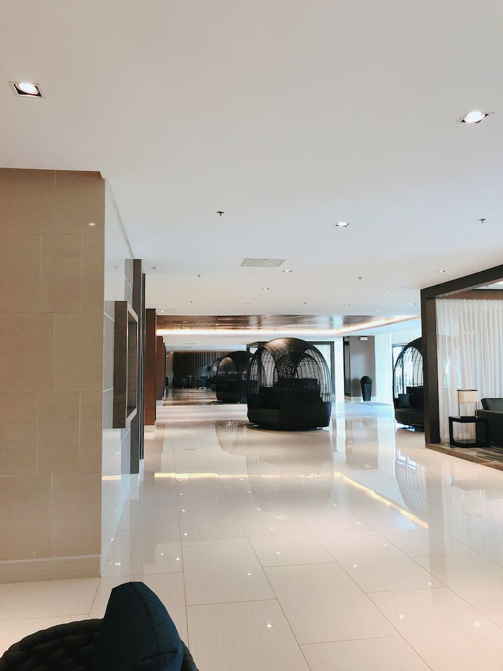 this is  the lobby,the lobby is so big and wide bcoz it is connected to building 1 and 2