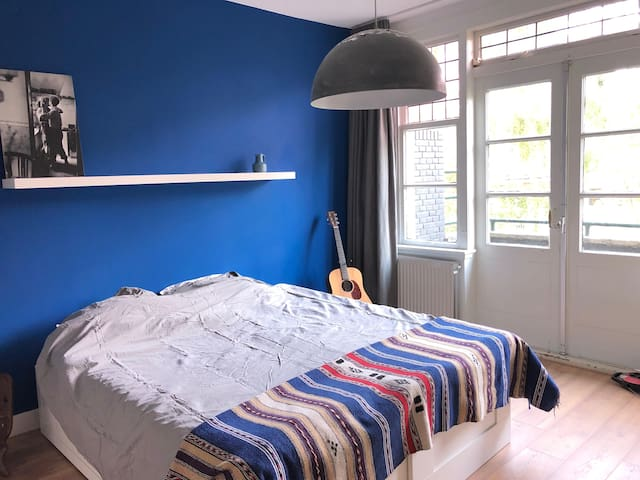 Spacious guestroom (close to Eurovision AHOY)