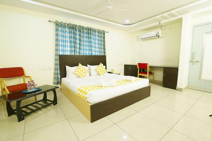 PRIVATE ROOM & SERVICE ROOM
