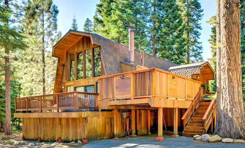 NEW LISTING!!! Cozy Tahoe Cabin, Private Hot Tub