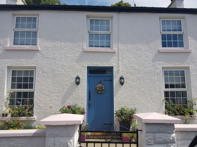 Charming house, village location. - Rostrevor - Casa