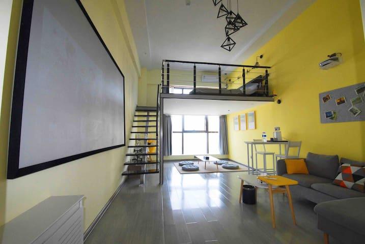 #缘宿#梵高先生(麦田):120寸超大投影、温馨榻榻米休闲区、1.8米舒适大床loft民宿