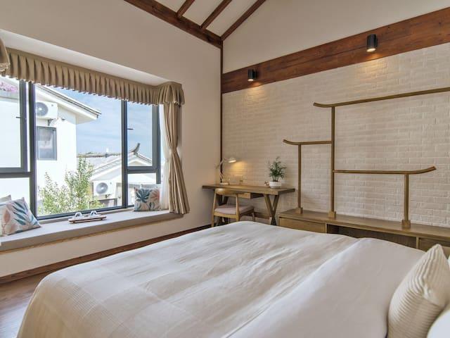 卧室大窗户 采光通风都很好